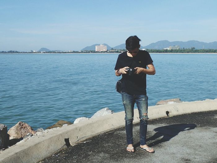 Sea And Sky Sea Water Full Length Rear View Leisure Activity Sea Casual Clothing Standing Lifestyles Tranquil Scene Scenics Nature Vacations Tranquility In Front Of Beauty In Nature Sky Day Mountain Summer Remote