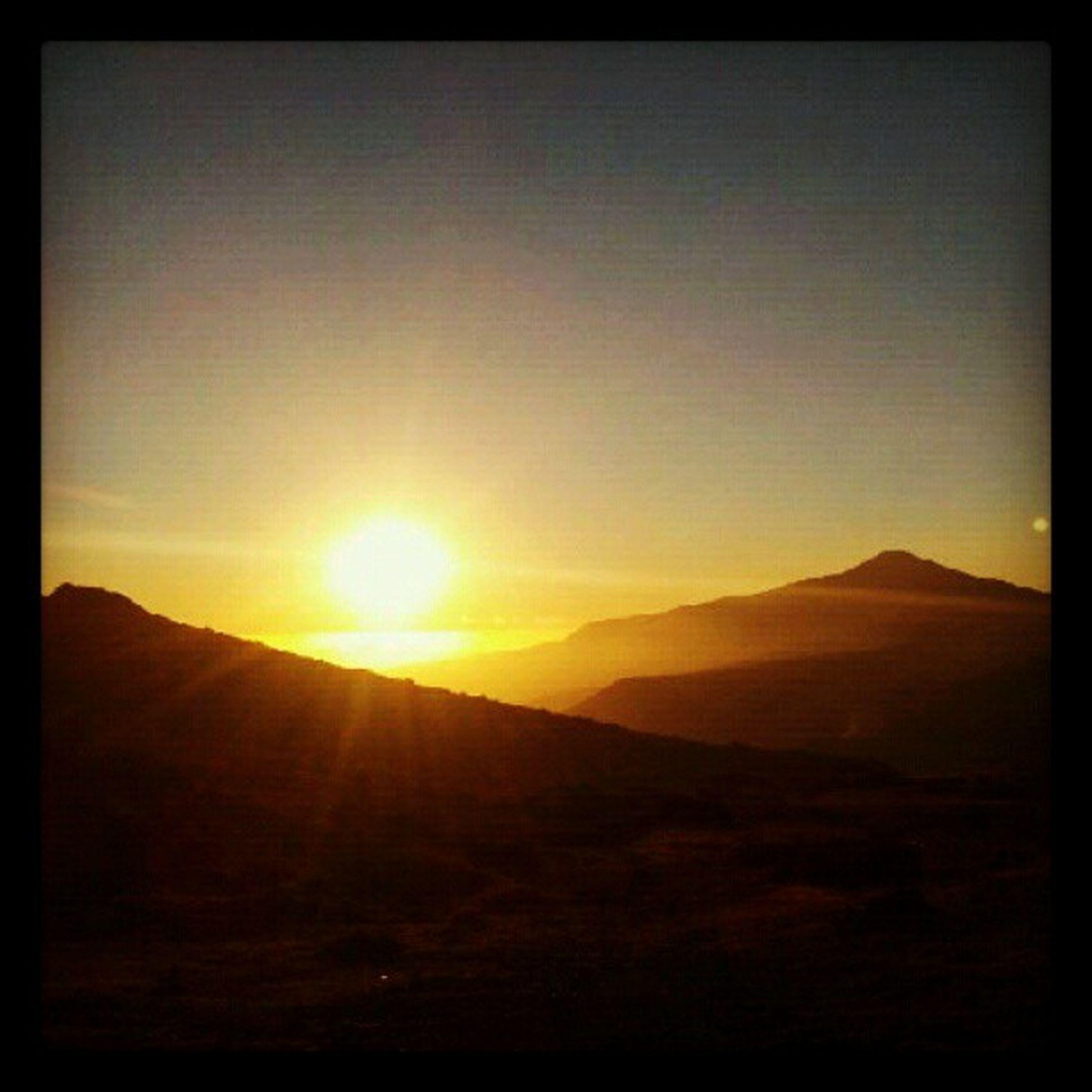 sun, tranquil scene, tranquility, scenics, sunset, landscape, beauty in nature, sunlight, mountain, nature, idyllic, clear sky, sunbeam, sky, non-urban scene, lens flare, remote, mountain range, silhouette, desert