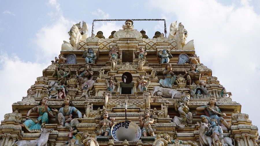 Front top view of Temple arch in Bangaru Tirupathi, Karnataka India 🇮🇳 Religion Architecture Travel Destinations Statue Sky Built Structure Gold Outdoors Day No People Temple Entrance SonyAlpha6000 Sony A6000 Temples Of India Karnatakatourism Karnatakadiaries Hindu Temple Hinduism