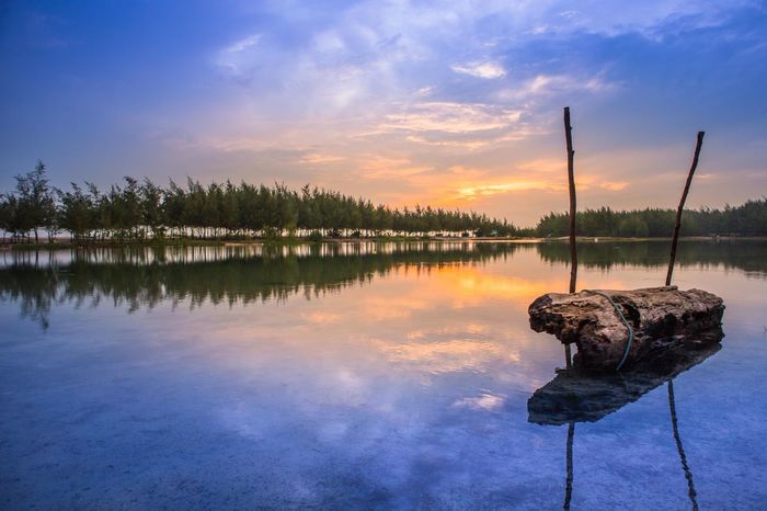 Summer time. EyeEm Nature Lover EyeEmNewHere EyeEm Best Shots Landscape Canonphotography Canon Water Reflection Sky Cloud - Sky Lake Nature Sunset