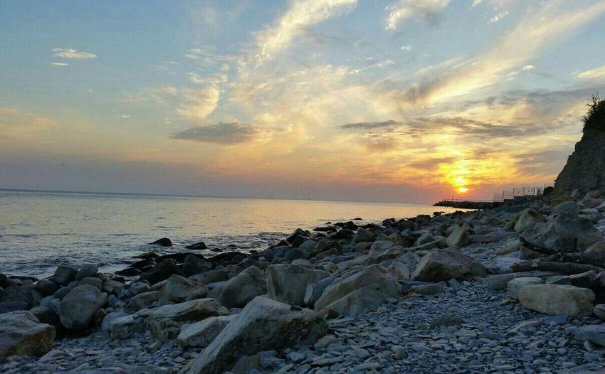 Абрау-Дюрсо дикий пляж Закат каменный пляж