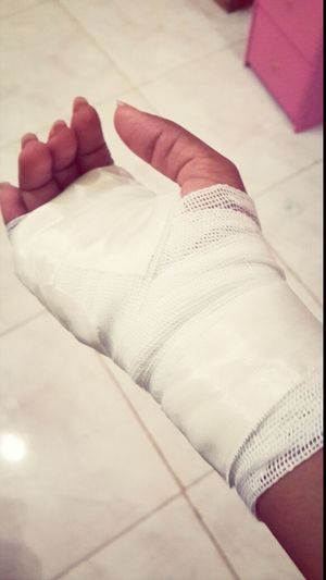 ااه يا يدي انكسر الكاس وانا اغسل المواعين ?? . . pain in my hand ? That's Me My Hand  Cut