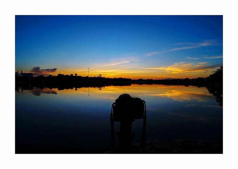 เก็บแสงสุดท้ายของวัน Reflection Water Tranquil Scene Scenics Tranquility Lake Silhouette Sunset Beauty In Nature Nature Sky Outdoors No People Blue Tree Day