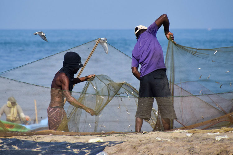 Fishermen at Negombo fish market Water Working Men Fisherman Occupation Sea Trapped Fishing Net Teamwork First Eyeem Photo Adventures In The City