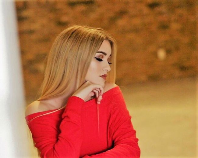 EyeEmNewHere BatonRouge Headshot Young Women Sitting Beautiful Woman Indoors  Makeup #wardrobestylist #model #photoshoot #onset #bts Makeup ♥