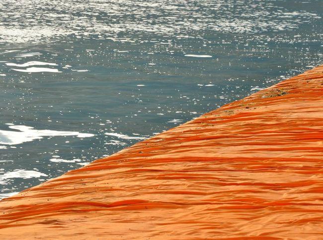 Lago D'Iseo Floating Piers Sulzano Christo Christo And The Floating Piers Christo & Jeanne-Claude Saffron Safrangelb