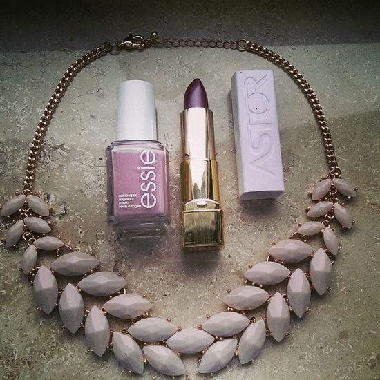 Details * Lipstick: Astor Sensualpraline * Nailpolish: Essieladylike * Necklace: Hundm