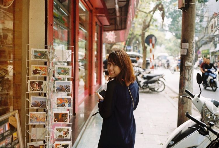 KodarkColorplus200 Olympus 35 SP Filmisnotdead Filmcamera Film Photography One Person Retail  Real People Young Adult Day Young Women Indoors  People