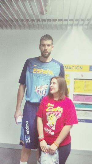 En realidad Marc Gasol no es tan alto, yo soy muy bajita. Gasol