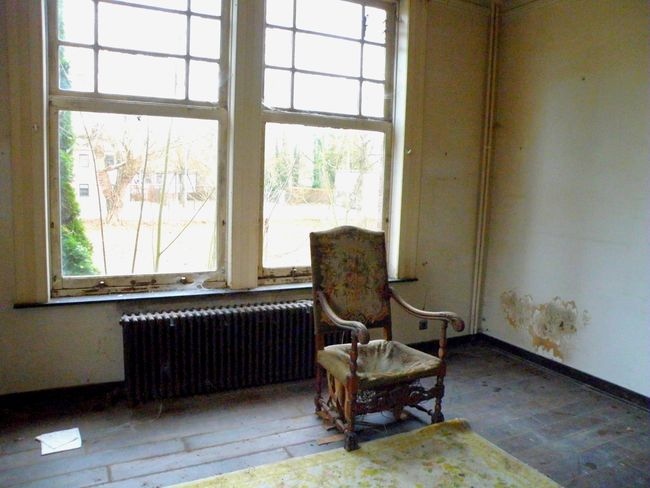 decayed fauteuil Urbex Chillin' Decaying Home Interior Window Living Room Architecture Damaged Abandoned Worn Out