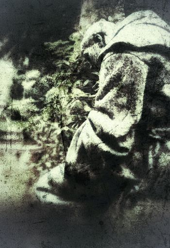 ----- Was ist los, Bruder Mönch? ----- Snapseed Mode_emotive Snapseed Edit EyeEmNewHere Artistry_flair Retrolux Filter Retro Styled Grunge Grunge Style Angel Statue Retro Style Creative Light And Shadow Nature Retrolux Fa_fadeaway Creative Shots Artistry_emotions EyeEmNewHerе