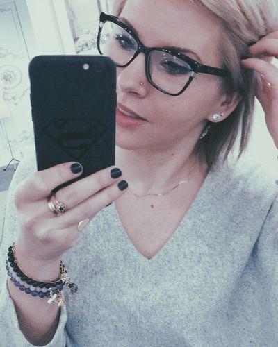 facebook.com/simajfit 🌿 facebook.com/simajart 🌿 Blonde Super Girl Super Woman Selfie Woman Simajart Simajfit Eyeglasses  Holding Real People One Person Young Women Women Young Adult Glasses Day