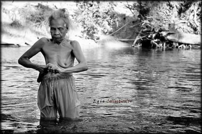 I am old lady Check This Out Blackandwhite Photography Humaninterest Human Nature Dayak Lady EyeEm Bnw Nature_collection