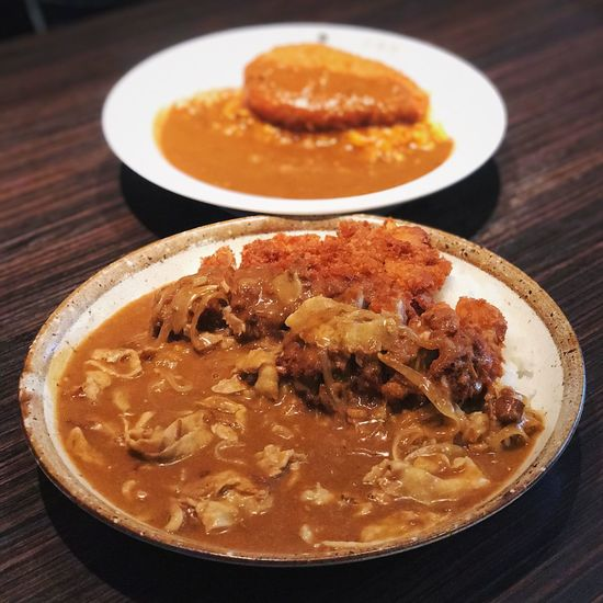 Curry is one of the most popular dishes in Japan! Thin sliced Pork & katsu Japanese curry 🍛! Feel like eating now... Food Japanese Food Japanese Curry Curry Japan