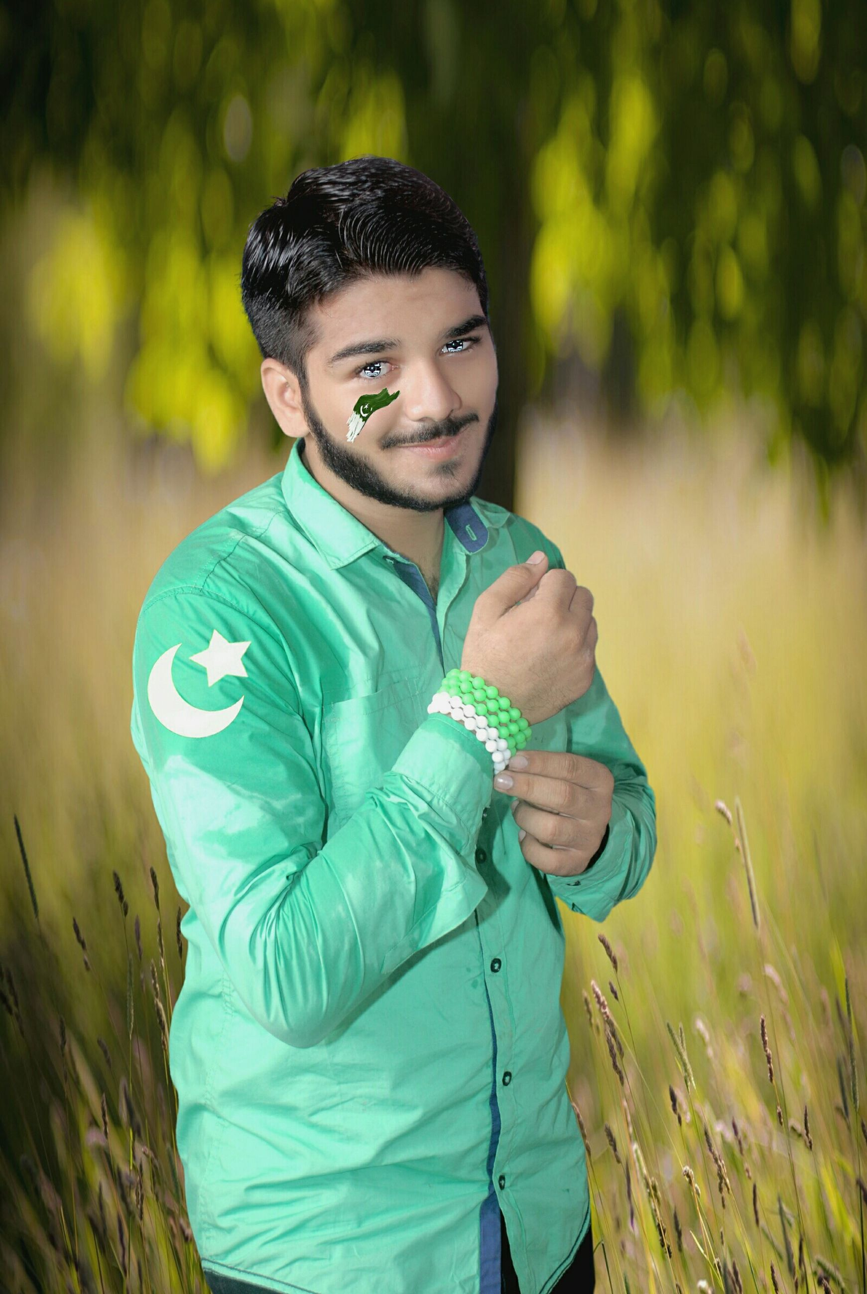 lifestyles, leisure activity, person, casual clothing, portrait, looking at camera, young adult, young men, front view, smiling, happiness, waist up, standing, focus on foreground, three quarter length, boys, field