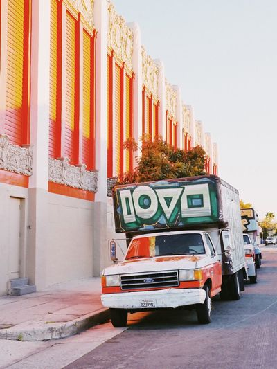 🎨 Americana Urban City Street Art Graffiti EyeEm Selects Text Mode Of Transportation Transportation Architecture Building Exterior City Day