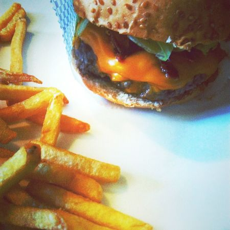 Hambu Hamburger Food Fast Food Comfort Food Burguers Burguer And Chips Potato Chip Prepared Potato Food And Drink No People Close-up Indoors  Ready-to-eat Freshness Day EyeEmNewHere