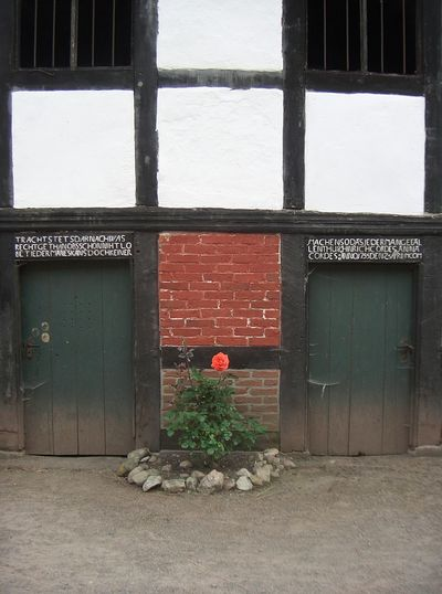 Bauernhaus in Fischerhude bei Bremen The Architect - 2016 EyeEm Awards Old Farm House Architectural Detail Showcase June EyeEm Best Edits Fine Art Photography Fine Art Eye For Detail EyeEm Best Shots Beauty In Creation  Eye For Color Red Flowers Check This Out On The Way Eye For Details Peaceful Place On My Way Eye For Photography Lines And Shapes Home Is Where The Art Is Colour Of Life TakeoverContrast Colors and patterns Art Is Everywhere The Architect - 2017 EyeEm Awards The Graphic City