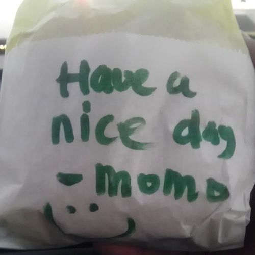 Random note when we bought our burger from Goldenox haha @peaceloveramos @mmadridtpa
