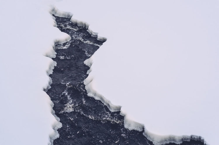 Close-up Cold Temperature Cold Water Crack In The Ice, Cracked Ice, Day Rushing Water Snow White Color Winter Winter Winter Freeze Wintertime Wintertime ⛄
