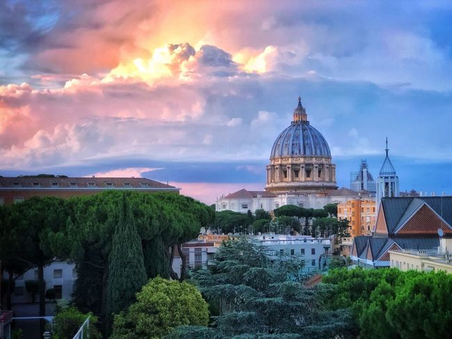 St Peter's Basilica, Rome/Vatican City at sunset VaticanCity St Peters Basilica Colorful Sunset Colorful Sky Church Dome Church Architecture Church Built Structure Building Exterior Architecture Cloud - Sky Dome Sky Religion Travel Destinations Place Of Worship Building