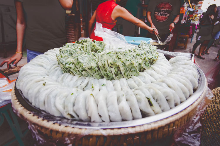 In Chinese village with small business. กุ้ยช่ายผักตลาดจีน ชากแง้ว ชลบุรี Chinese Village In Thailand Chinese Village Dessert Kuichai Leek Cake Recipes Leek Stuffed Dough Market Small Business Snack Thai Thailand Deep Fried  Local Food Street Street Food Sweet Food Vegetable
