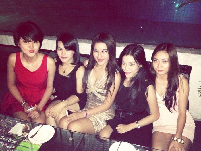 Quality Time Meeting Friends Girls Best Friend
