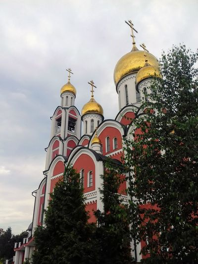 Russia россия EyeEm Gallery EyeEm Travel Destinations Gold Colored EyeEm Best Shots Built Structure Tample Fane Sanctuary  Sanctuary In The City Church Church Architecture Church Tower Shrine Domes Crosses Russia Looking At Camera No People History Religion Architecture Dome Architecture