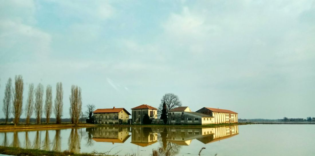 Casale allo specchio No People Agriculture Nature Fields Italianlandscape Piemonte Novara Risaie Novaresi Risefield Italy Italianlandscape Outdoor Photography Picoftheday Reflection Serenity Water Tree Reflection Sky Architecture Building Exterior Built Structure Stilt House Standing Water