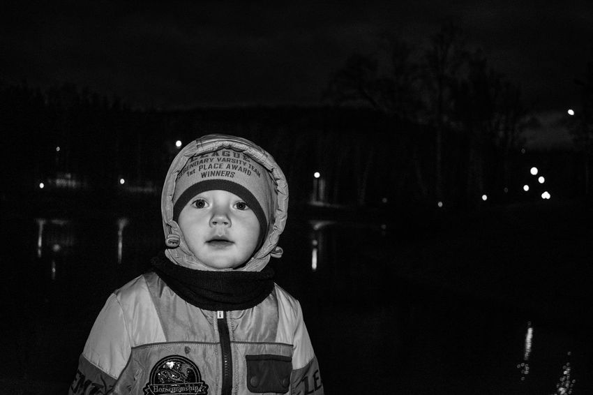 The child is lost, Child at night Night Forest A Park Night Park A Loss Fright Search Searching Search Engine Child Childhood Black Background Portrait Front View Close-up HUAWEI Photo Award: After Dark