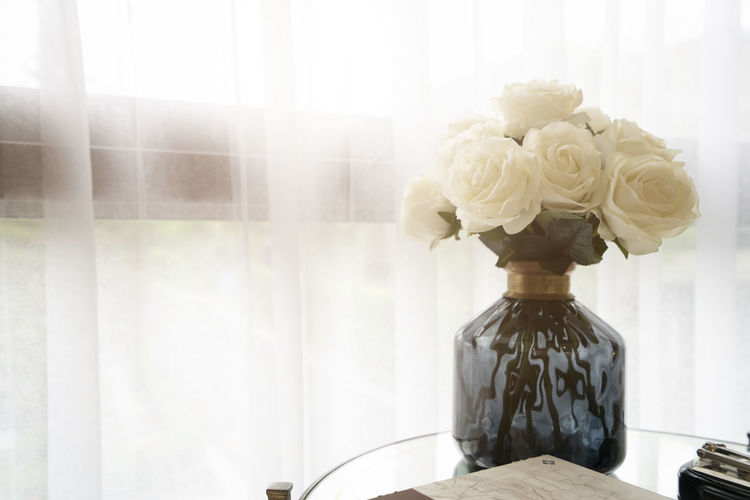 Close-up of white rose bouquet on table