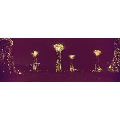 Panoramic shots are so cool, instagram should allow them. Singapore