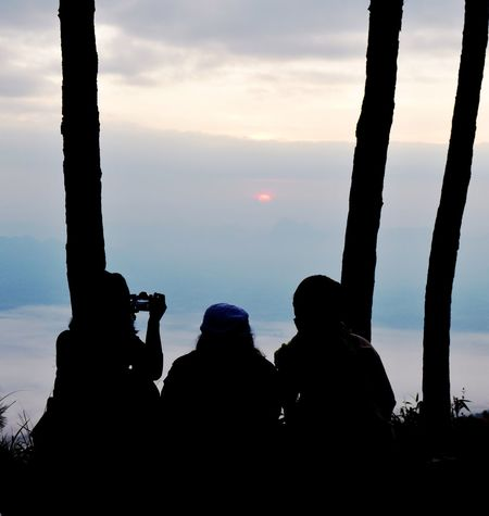 silhouette people Backgrounds Abstract Silhouette Lifestyles Travel Destinations Thailand Eyem Best Shots Sky And Clouds Subset Lifestyles Friends Friendship Silhouette Togetherness People Adult Adults Only Photography Themes Outdoors Sky Nature