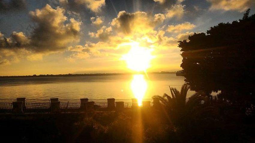 I see the sun rising and all you see it's fall Siracusa Ortigia Vitadafuorisede University Sunset Sea Clouds Lights Aretusa Nature Shadows Colorfull Autumn Afternoon Autumncolors Autumnsight 4pm