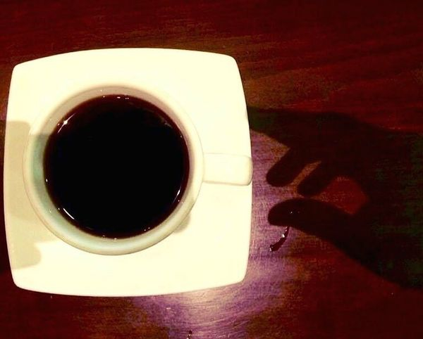 Hold it! Coffee Cup Coffee - Drink Food And Drink Table No People Coffee ☕ Coffelover Coffee Break Coffee Time Coffeeaddict Coffeeaholic Coffeeart Shadow