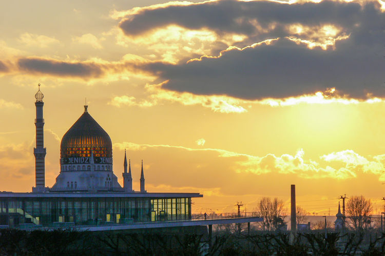 Old tobacco manufactory Yenidze Foreground parlament of Saxony Glass Dome Yenidze Tabaksmoschee Sunset_collection Architecture Building Exterior Built Structure City Cloud - Sky Day Moschee Like Old Tabacco Factory Outdoors Sunset Yenidze Travel Destinations Sky