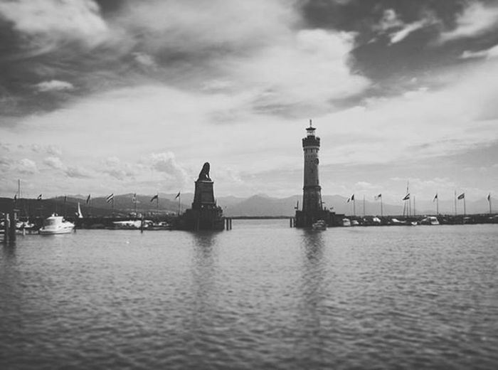Beautiful View of the Lake and the NeuerLindauerLeuchtturm Leuchtturm Lighthouse and the BayerischerLöwe Landmark . Yachts Docked at the Hafen Port . Lindau Bodensee Deutschland Germany . Taken by my Sonyalpha DSLR Dslt A57 . مرفأ يخوت بحيرة جزيرة لينداو المانيا