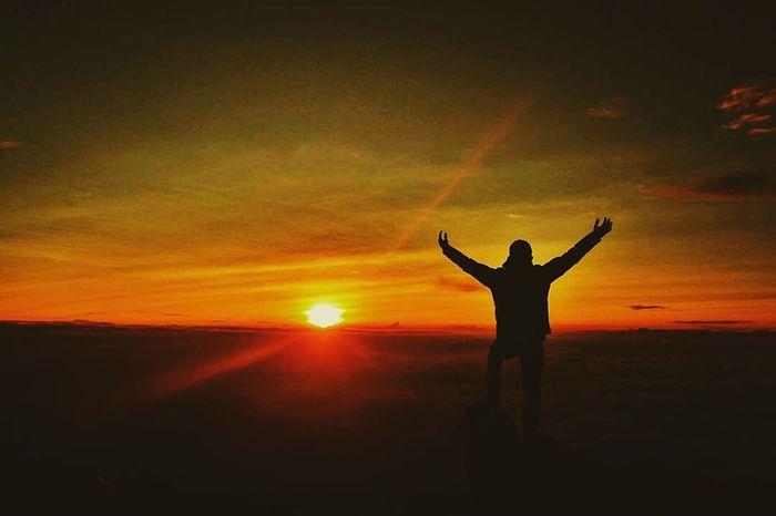 Sunset Spirituality One Person Sun Silhouette Sunlight People Eyeem Market Folkmagazine EyeEm Best Shots - Nature EyeEmBestPics Summer Eye4photography  First Eyeem Photo EyeEm Nature Lover EyeEm Best Shots Folkindonesia Dramatic Sky Mountain View Landscape Mountain Relaxation Outdoors Lifestyles Happiness