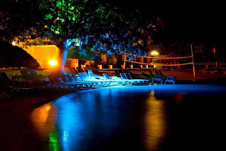 Montego Bay at night. Showcase: March The Week On Eyem EyeEm Best Shots Sandalsroyalcaribbean Jamaica Beach Life Beach Photography Beachphotography Beach Ocean Montego Bay Jamaica Montegobay Long Exposure