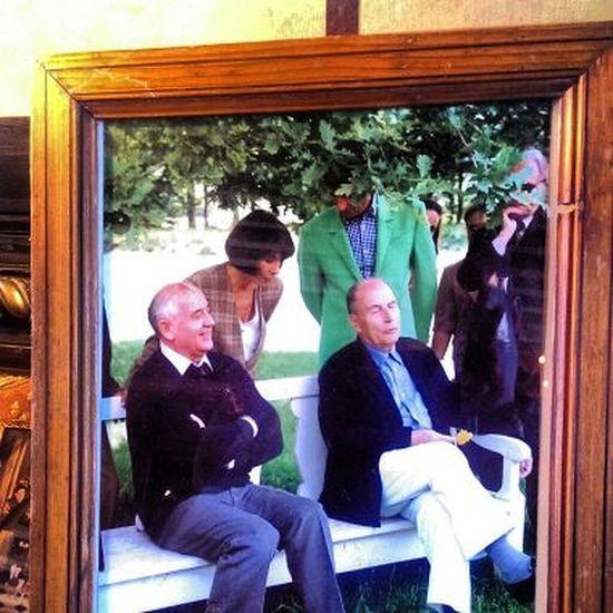 """Photo Original des deux grands présidents """"Gorbatchev et Mitterand!"""" en weekend à Cluny France. Hello World Vip Presse Personality  France Russia Suisse  Lausanne Eyemphotography Portrait"""