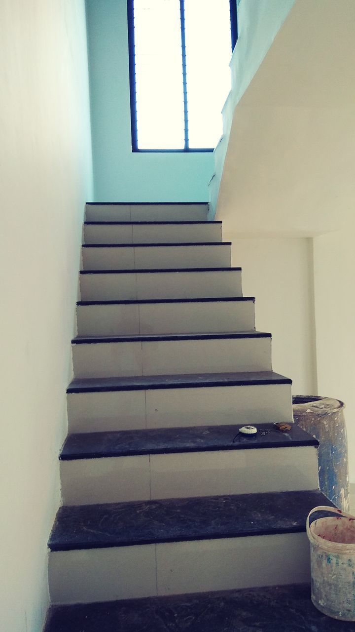 LOW ANGLE VIEW OF STAIRCASE AT BUILDING
