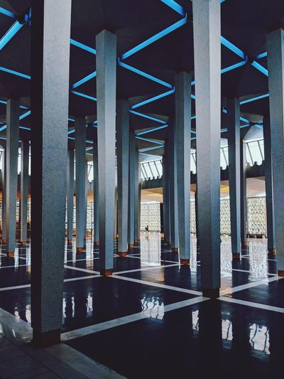 Alone in a mosque VSCO Vscocam Vscogood Vscophile Vscofilm Mosque Mosque Architecture Mosques Nationalmosque Malaysia Kuala Lumpur Kuala Lumpur Malaysia  Underneath Chain Bridge Below Rainfall Under Elevated Road Tall - High Engineering Office Building Overpass