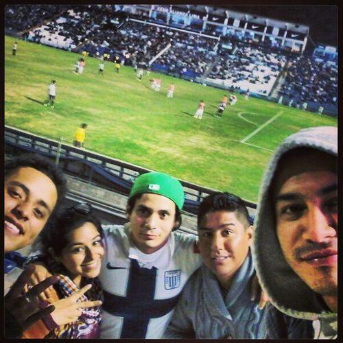 Viendo ganar al mejor del Perú.. Vamosalianza Lavictoria Futbol Peru
