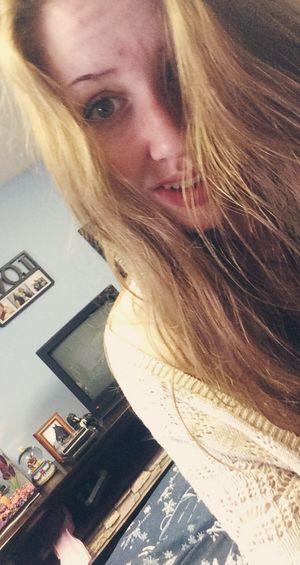 Selfie Summer Longhair Teen Girl Lipstick Smile