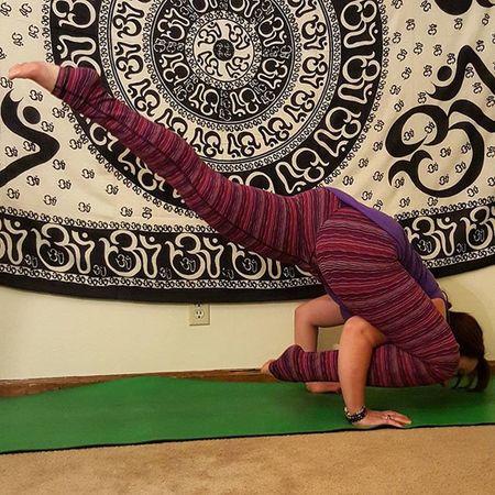 Day 7 Naughtyorniceyogi2 I went Naughty and made my lizard fly! 😈 Hosts @laurasykora @gabriella.dondero @victoria.arvizu Sponsor @dstylemakeupofficial 🎄🎁🎄 Yoga GetFit Getflexy Peace Yogi Yogagirl Asana Yogis Addictedtoyoga Igyogis Igyogafamily Yogajourney Breathe Iloveyoga Iwillwhatiwant Bendyoasana Lululemon Benddontbreak Fitness Fitnessjourney Igfitness Igfit Armbalances
