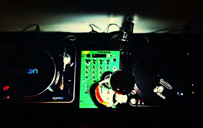 Dj_ouijaFM Spinning Vinyl At Home on my Stanton  decks