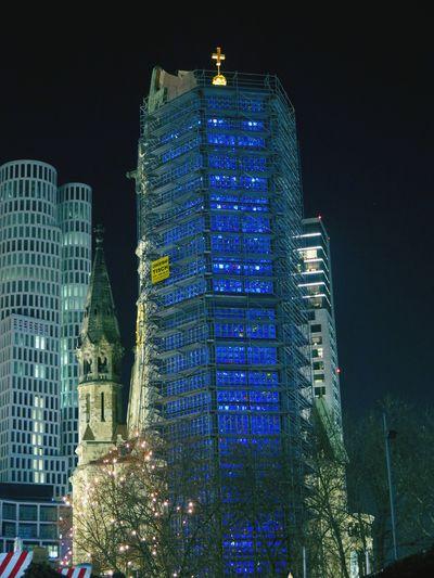 Kaiser-Wilhelm-GedächtnisKirche Save The World Berlin Am Abend Pure Emotions. Hello World Schaut Auf Diese Stadt... Berlin, Germany