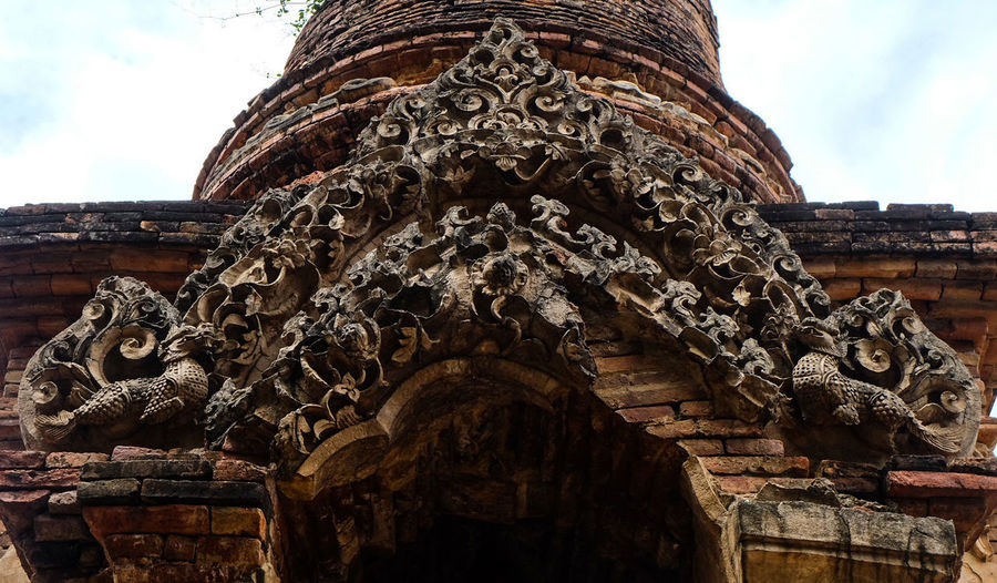 Lanna period Sculpture in Lamphun Travel Destinations Architecture Tourism Religion History Statue Day Built Structure Travel Ancient Building Exterior No People Sculpture Outdoors Vacations Sky Ancient Civilization Lanna Architecture Lanna Culture Lanna Art Thailand🇹🇭 Flowers Plants Lamphun ,Thailand Ancient History