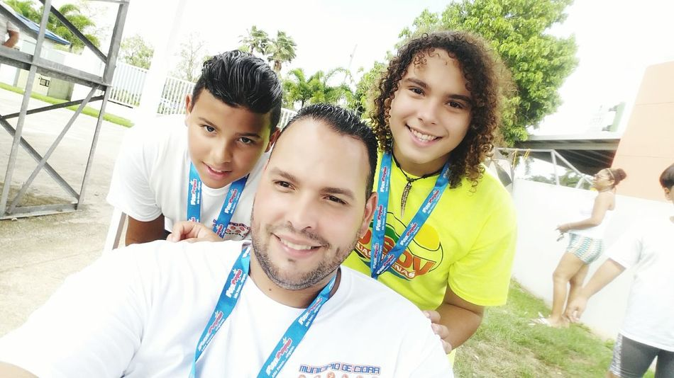 Feel The Journey Family Hanging Out Selfie Time Juegos De Puerto Rico