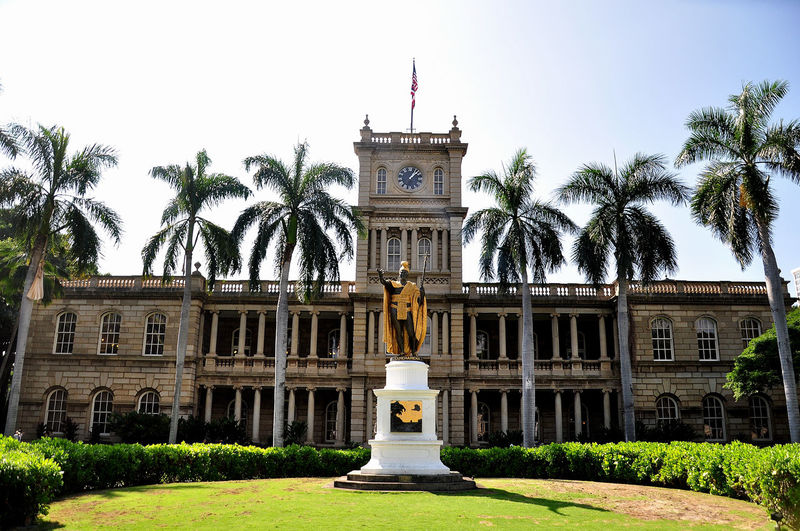 Ali'iolani Hale its Hawaii Supreme Court that turns into a heritage site of Hawaii is open for visit. The historical outlook of the building makes a very good picturesquare Ali'iolani Hale Hawaii Supreme Court Historical Building Letter Box Must Visit Place For Photographers Travel US Mail Lock Aliiolani Aliiolani Hale Heritage Building Heritage Site Heritage Site Of Hawaii King Kamehameha Must Visit In Hawaii Must Visit Places No People Old Buildings Old Letter Boxes Us Mail
